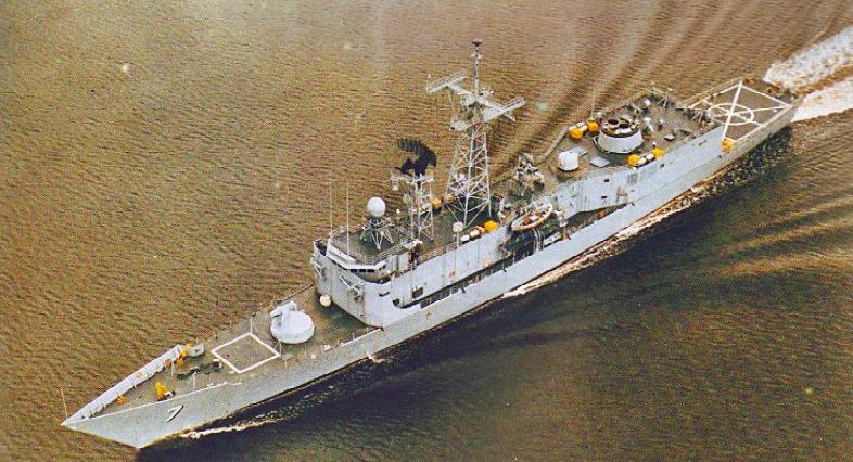 FFG-7, a primeira da classe, em provas de mar