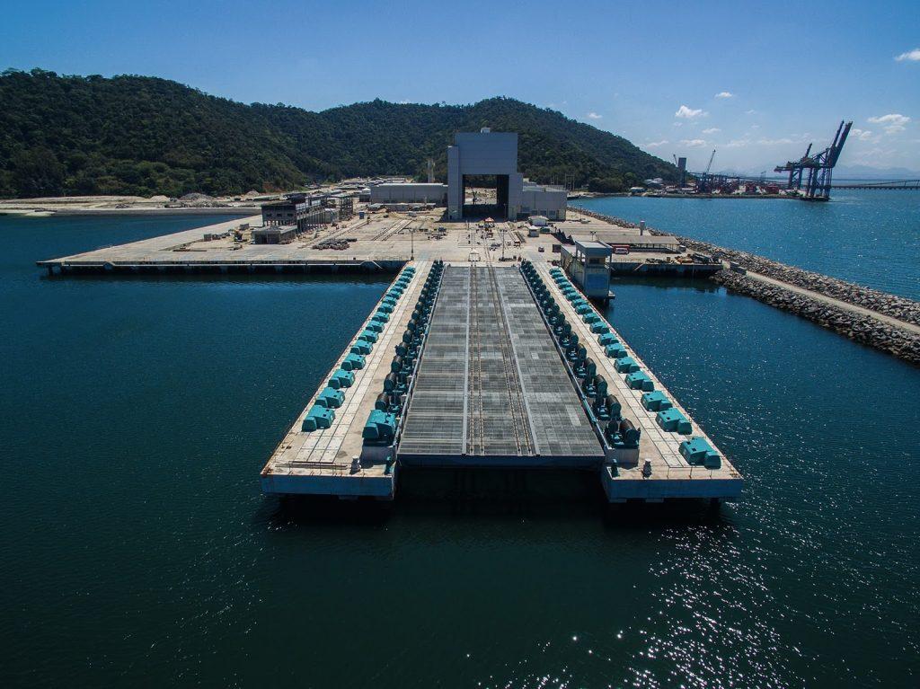 O elevador de submarinos, no Complexo Naval de Itaguaí no RJ, pelo qual o submarino Riachuelo será lançado ao mar em dezembro
