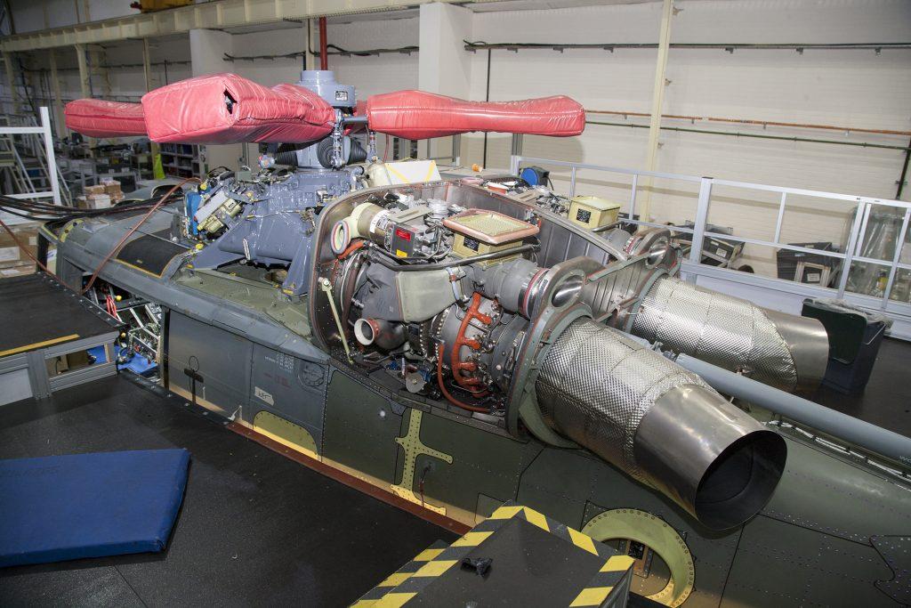 Novos motores instalados no Lynx da MB em Yeovil