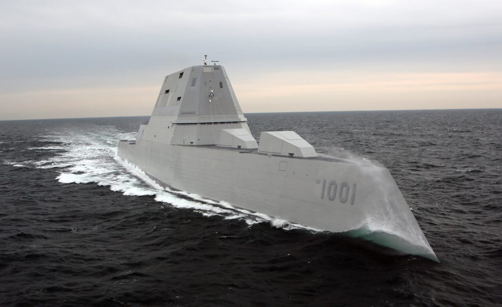 O futuro USS Michael Monsoor (DDG 1001) em provas de mar