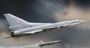 Bombardeiro Tu-22M3 lançando um míssil antinavio Kh-22
