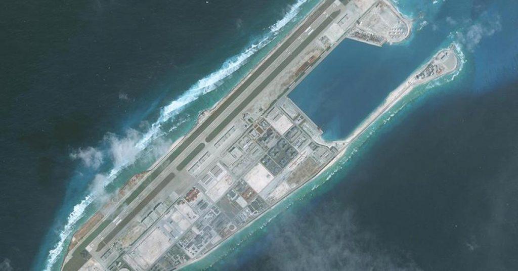 Foto de satélite do Fiery Cross Reef no Mar da China Meridional, feita em 1 de janeiro de 2018