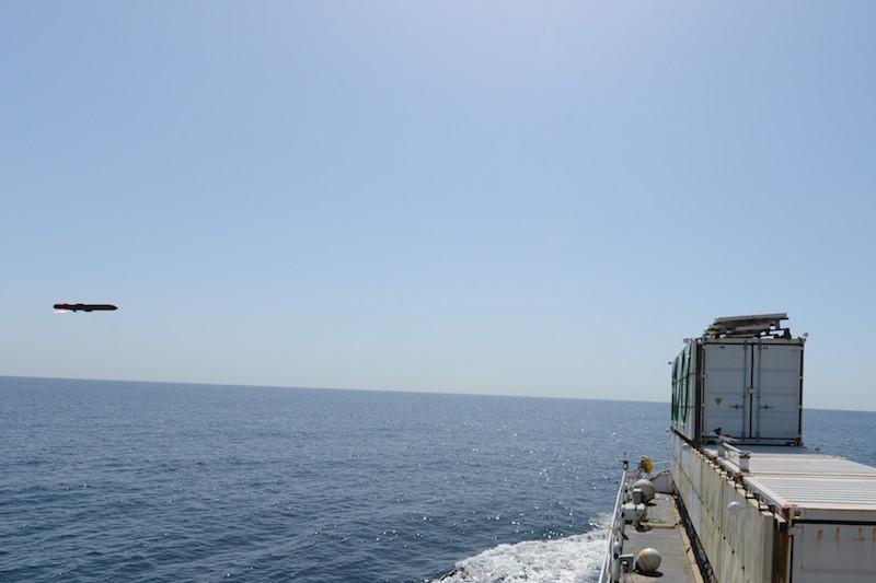 Um míssil ANL/Sea Venom fotografado pouco antes de atingir seu alvo durante o segundo disparo de desenvolvimento em 18 de abril. (Foto DGA)