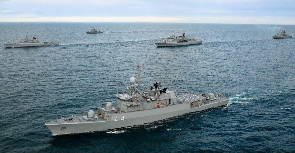Navios da Armada Argentina em treinamento