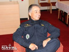 O então capitão de fragata Giovani Corrêa a bordo do NPaOc Amazonas, em 2012