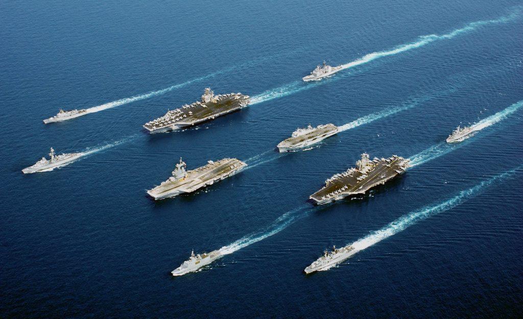Força-Tarefa de Cinco Nações na Operação Enduring Freedom no Mar de Omã, em 2002