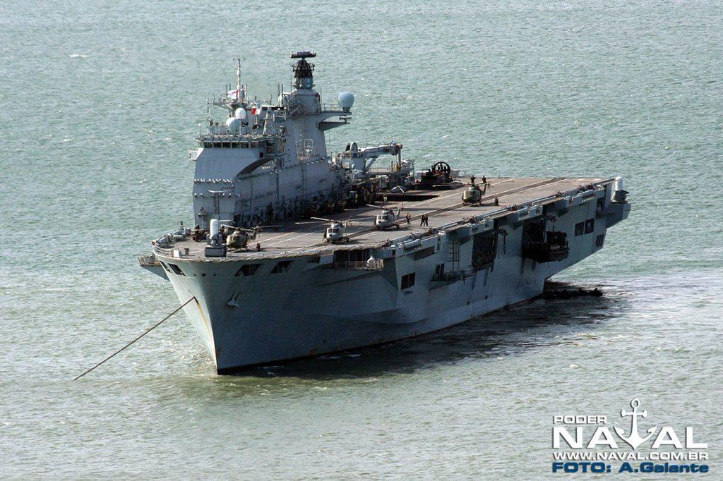 HMS Ocean fundeado na Marambaia, em 2010
