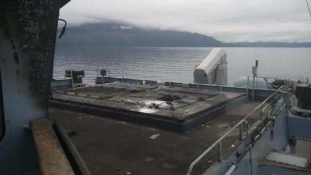 O lançador, convés ao redor e o passadiço foram danificados pelo fogo e calor. Dois marinheiros ficaram levemente feridos.