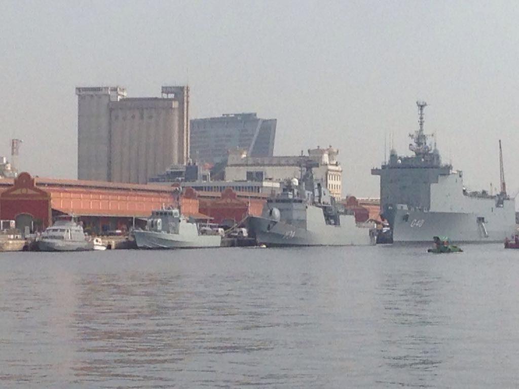 Navios da MB no Prier Mauá, ao lado da Ridex