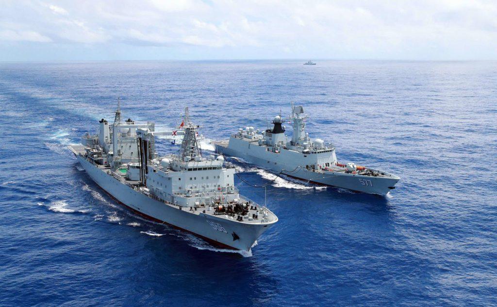 Navios de Guerra chineses operando no Golfo de Áden
