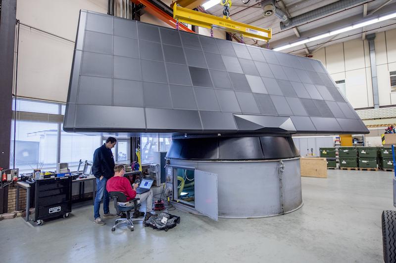 O radar de alcance estendido SMART-L na base da Marinha Holandesa em Den Helder, onde foi testado para avaliar suas capacidades de defesa antimíssil. (Foto do MoD NL)