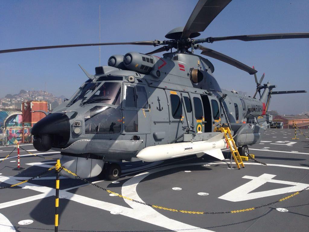 UH-15A armado com míssil antinavio AM-39 Exocet