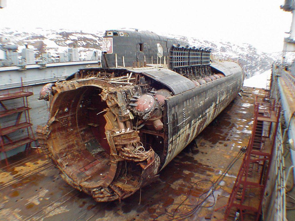 Submarino Kursk no dique seco, depois de recuperado do fundo do mar