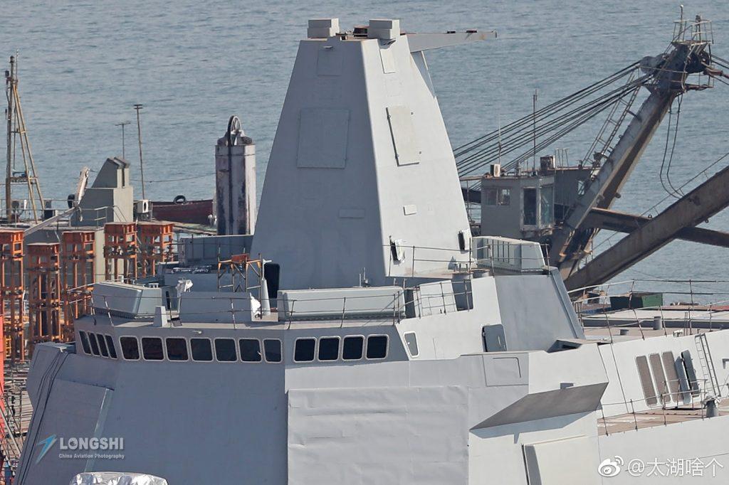 Superestrutura do Type 055 em construção