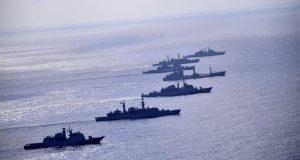 Escoltas da Marinha do Brasil em manobras táticas