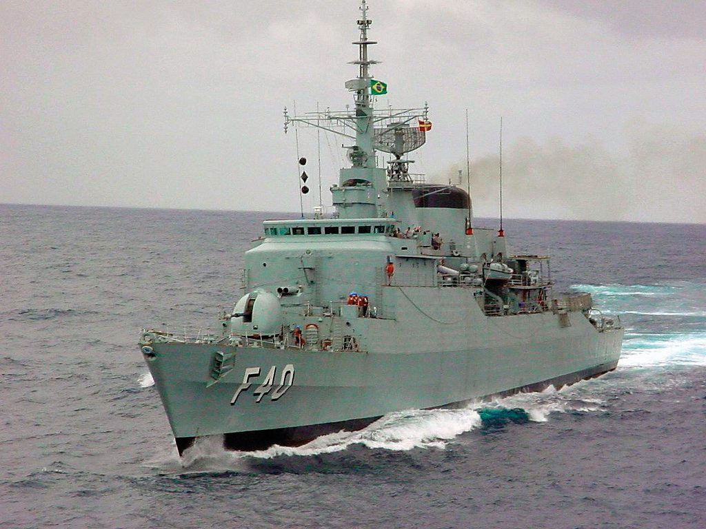 Fragata Niterói no final dos anos 90, já sem alguns sistemas, em preparação para o Programa ModFrag