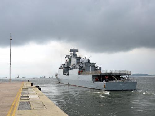 Corveta Barroso suspendendo da Base Naval do Rio de Janeiro