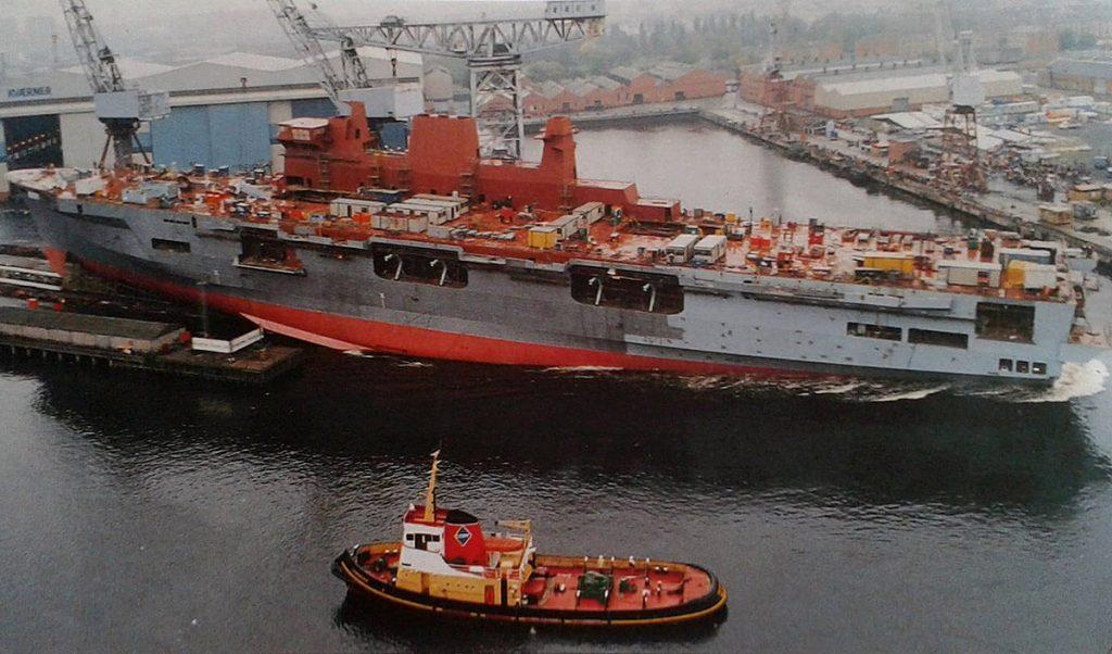 Lançamento do HMS OCean no Kaverner