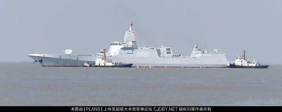 Type 055 saindo para testes de mar