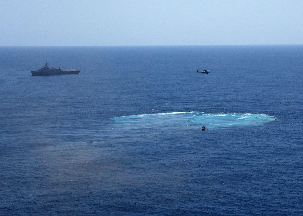 Foto feita logo após o afundamento do ex-USS America