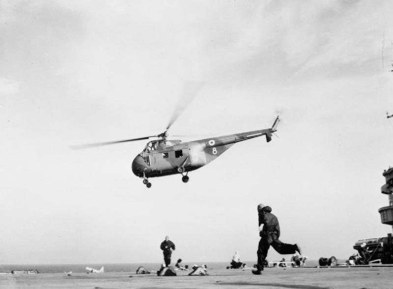 Westland Whirlwind decolando do navio-aeródromo HMS Ocean (R68) durante a crise de Suez, em 1956