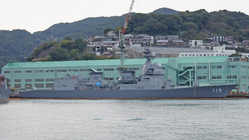 Asahi (DD-119) no Mitsubishi Heavy Industries Nagasaki Shipyard em 25 de novembro de 2017
