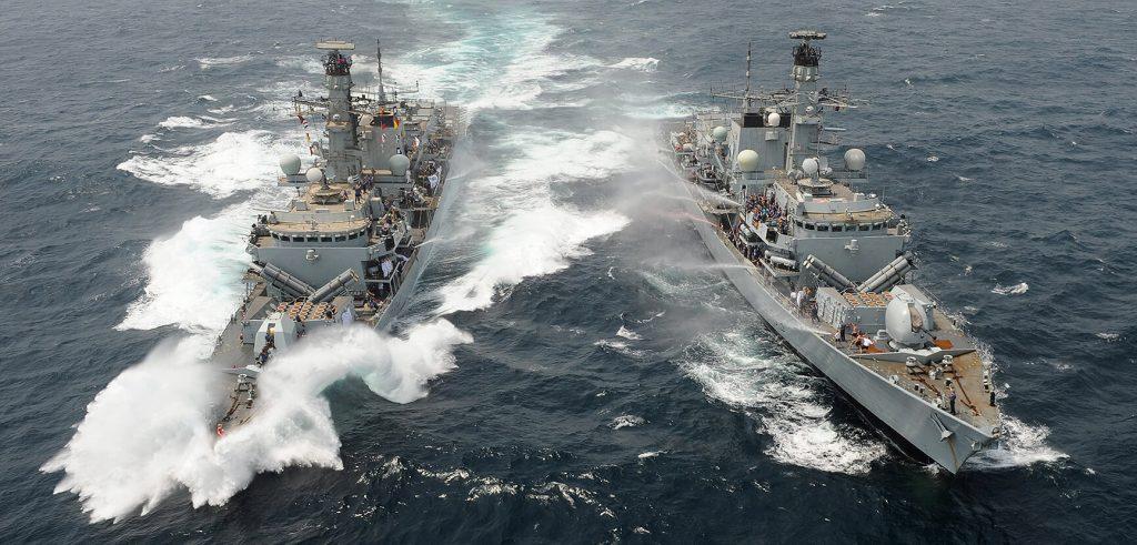 Fragatas Type 23 da Royal Navy em Passex no Oriente Médio
