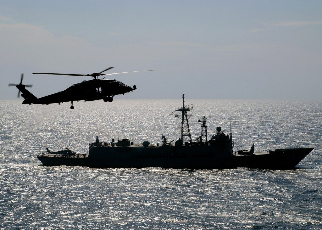 As OHP podem operar os helicópteros Sea Hawk da MB
