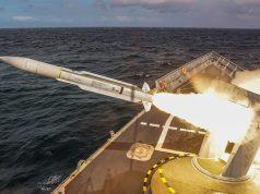 ORP Gen. K. Pułaski lança míssil Standard SM-1