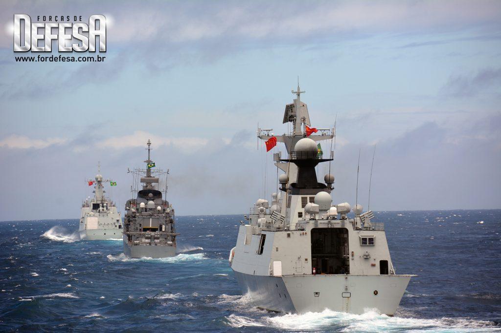 Passex com os navios da Marinha Chinesa em 2013.