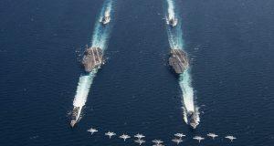USS Abraham Lincoln (CVN 72), USS Harry S. Truman (CVN 75) e caças F/A-18E/F e F-35C
