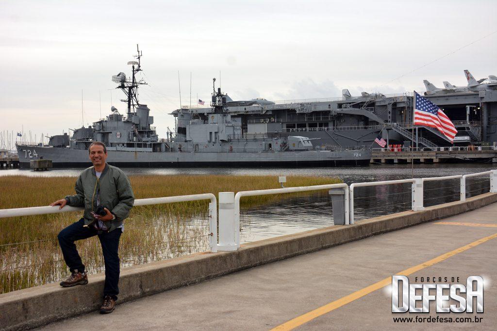 Visita ao destróier USS Laffey DD-724 da classe Allen M. Sumner, em 2015