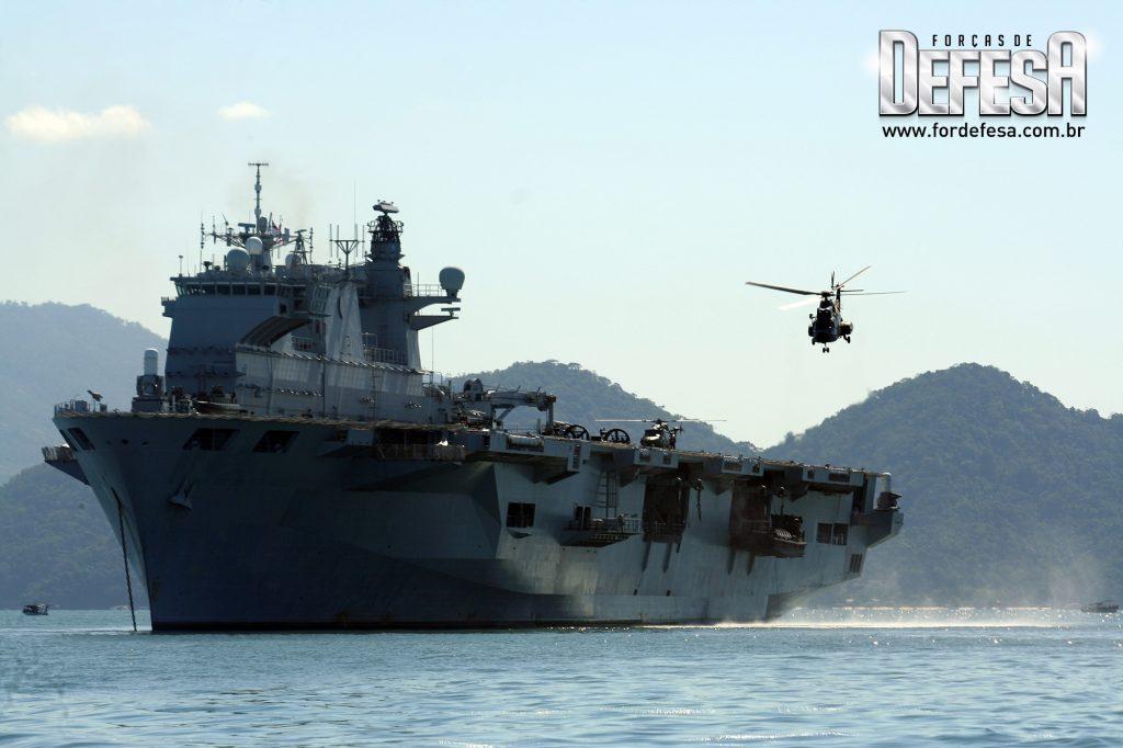 Visita do porta-helicópteros HMS Ocean ao Rio de Janeiro, em 2010
