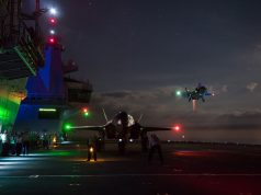 Caças F-35B realizam operações noturnas no HMS Queen Elizabeth