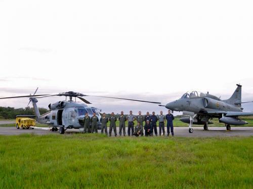 Militares do Centro de Guerra Eletrônica da Marinha, 1° Esquadrão de aviões de Interceptação e Ataque, 1° Esquadrão de Helicópteros Anti Submarino e Grupo de Fiscalização e Recebimento das Aeronaves AF-1/1ª