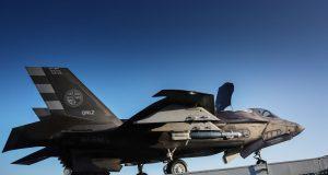 F-35B com bomba GBU-12