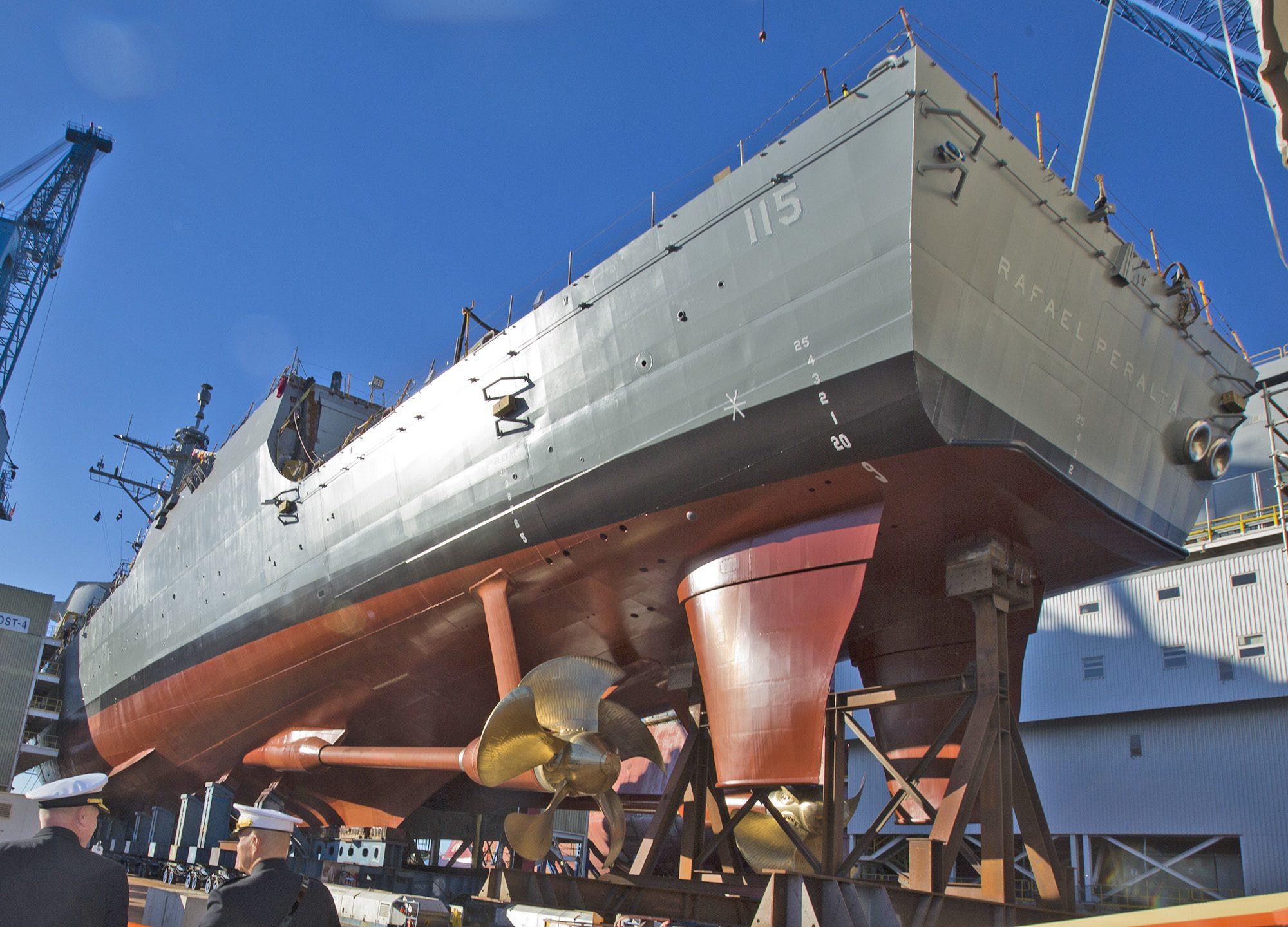 Futuro USS Rafael Peralta (DDG 115) visto pela popa