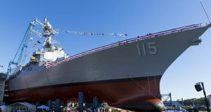 Futuro USS Rafael Peralta em 2015 no Bath Iron Works