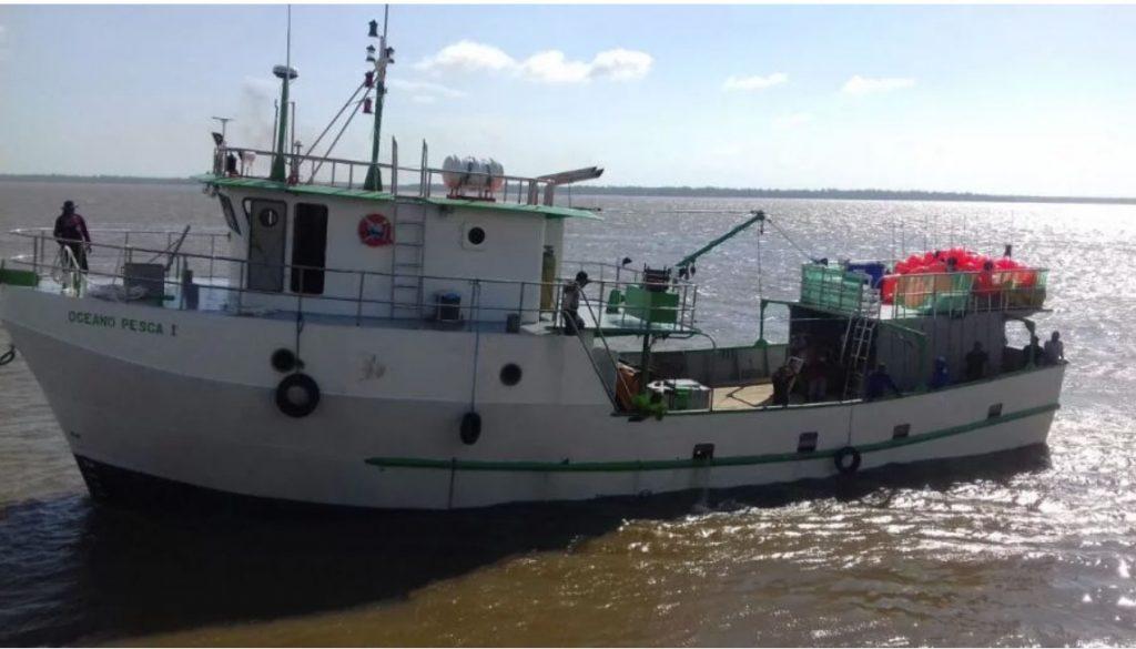 Barco brasileiro atacado por chineses deve chegar a Natal na manhã do sábado. Foto - Everton Padilha