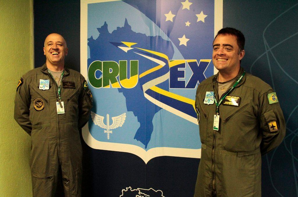 Comandante do VF-1 Cap. de Fragata (FN) Brito Coelho e seu imediato CAP. de Fragata Eduardo Luís