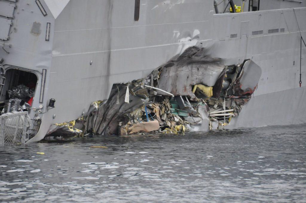 Avarias do casco da KNM Helge Ingstad