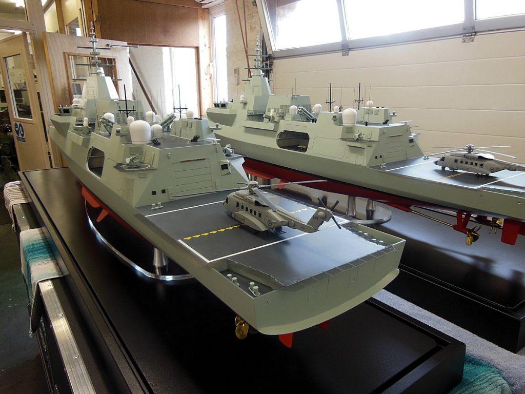 Modelos da Fragata Type 26 do Canadá, com sistemas de armas diferente do modelo britânico