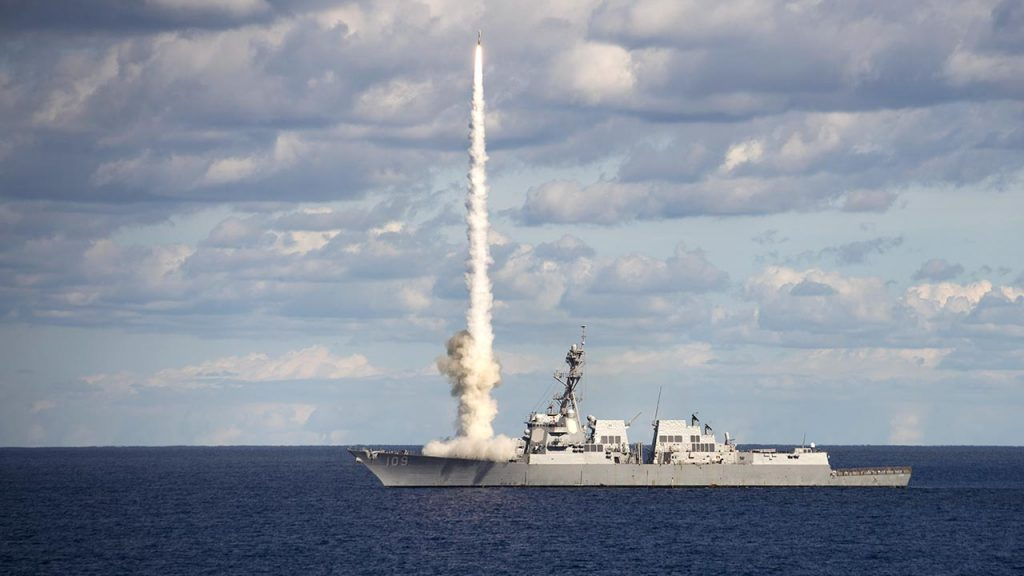 USS Jason Dunham - DDG-109 lançando míssil SM-2