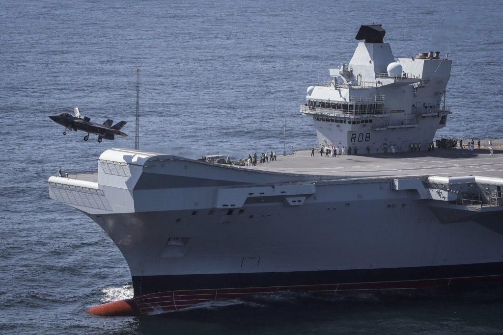 Caça F-35B decolando do HMS Queen Elizabeth (clique na imagem para ampliar)