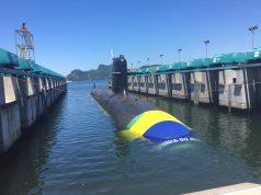 Submarino Riachuelo na água