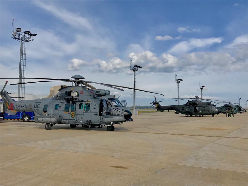 Helicópteros da MB e do EB no aerporto de Confins