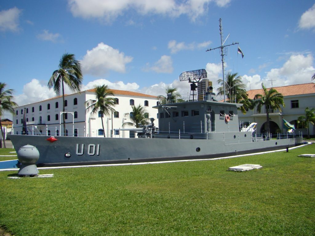 """""""Navio de pedra"""" usado na instrucão de marinheiros na EAMCE"""