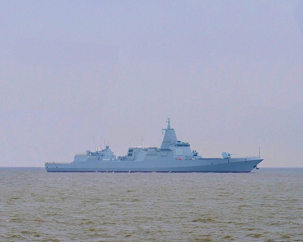 Type 055 em provas de mar