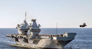 HMS Queen Elizabeth lança jato F-35