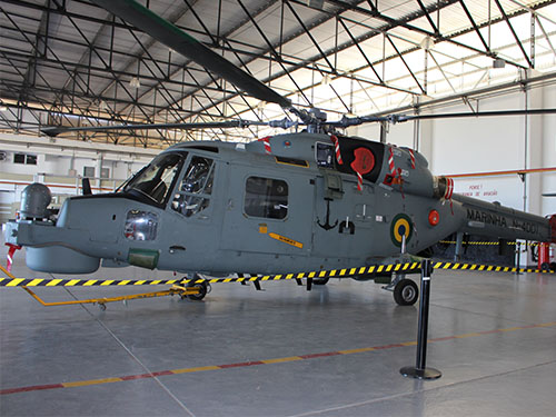 Aeronave AH-11B (N-4001) no Hangar do EsqdHA-1
